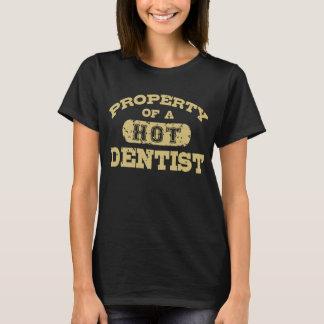 Propriété d'un dentiste chaud t-shirt