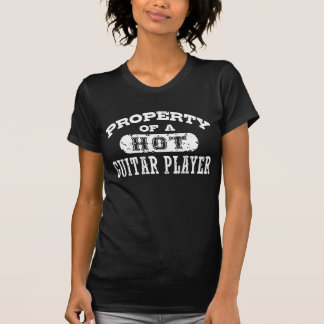 Propriété d'un joueur de guitare chaud t-shirt