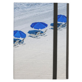 Protection iPad Air Chaises de plage avec le parapluie bleu sur la