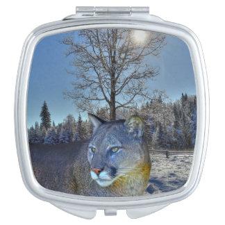 Puma de puma et arbre d'hiver