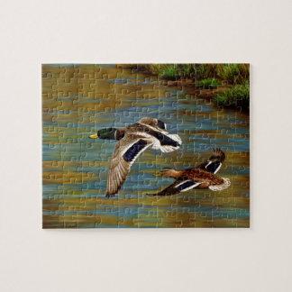 Puzzle Canards de Mallard volant au-dessus de l'étang