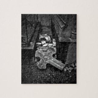 Puzzle Cimetière gothique croisé tombé