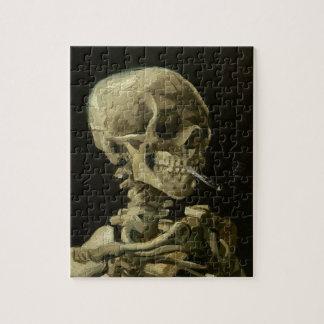 Puzzle Crâne squelettique avec la cigarette brûlante