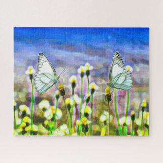 Puzzle Deux papillons blancs dans un pré jaune de fleur
