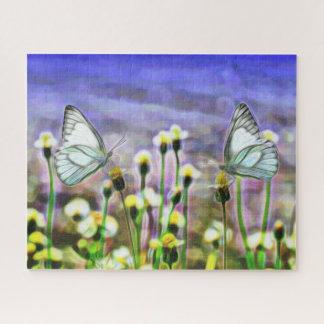 Puzzle Deux papillons blancs en fleurs d'un jaune de pré