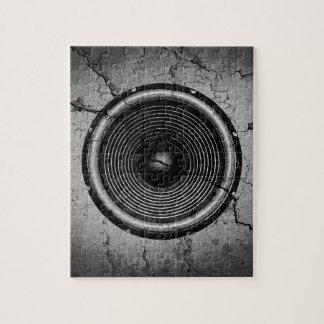 Puzzle Haut-parleur de musique sur un mur criqué