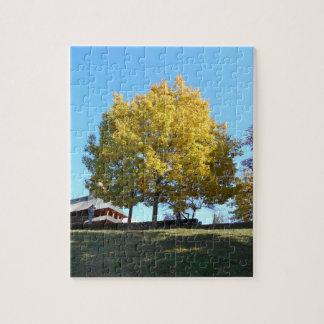 Puzzle L'arbre jaune et le ciel bleu