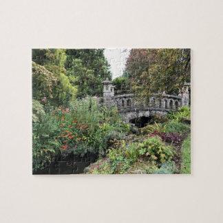 Puzzle Pont de pierre de style japonais dans un jardin