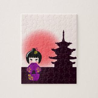 Puzzle Poupée japonaise de kokeshi au temple pendant le