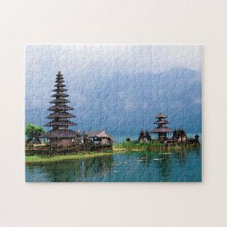 Puzzle Temple sur un lac