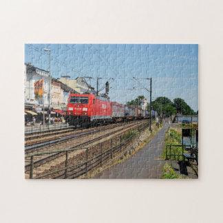 Puzzle Train de marchandises dans la maison crue au Rhin