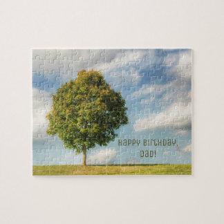 Puzzle Un arbre solitaire complètement de la vie avec un