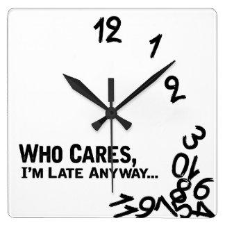 Qui s'inquiète, je suis en retard de toute façon… horloge carrée