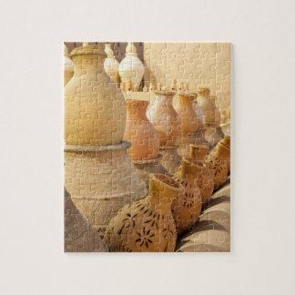 Rangées de la poterie de poterie de terre dans puzzle