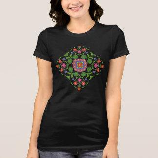 Rangoli floral chic sur le T-shirt des femmes de