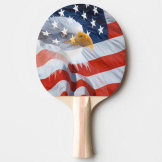 Raquette De Ping Pong Eagle chauve patriotique au-dessus du drapeau