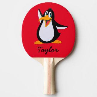 Raquette Tennis De Table Pingouin mignon de bande dessinée sur le rouge