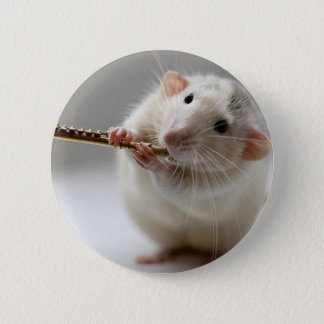 Rat mignon jouant la cannelure badge rond 5 cm