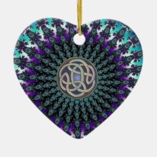 Rayonnement du noeud celtique grunge de mandala de ornement cœur en céramique
