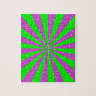 Rayons de soleil dans le puzzle rose et vert