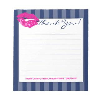 Rayures bleues avec le bloc - notes rose de blocs notes