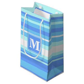 Rayures bleues de ciel de monogramme petit sac cadeau