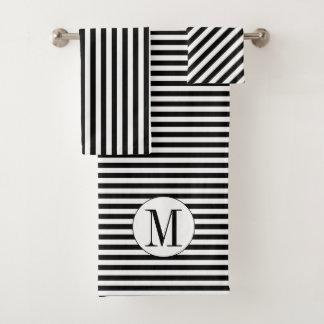 Rayures et ensemble noirs et blancs de serviette