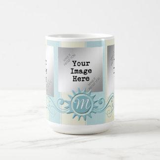 Rayures et monogramme Flourish-Bleus/crème Mug Blanc