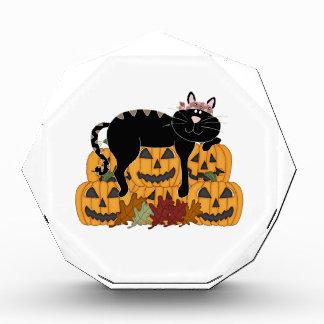 Récompenses En Acrylique Amusement d'automne de chat noir et de citrouilles