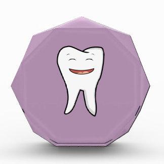 Récompenses En Acrylique Une dent très heureuse