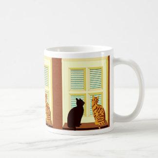 Rencontrez les chats dans la fenêtre mug