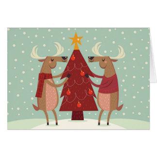 Renne décorant la carte de vacances d'arbre de
