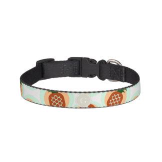 Retro bruin en de patronenmonogram van de huisdier halsbandje