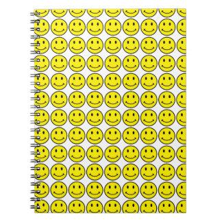 Rétro carnet souriant de sourire de jaune de