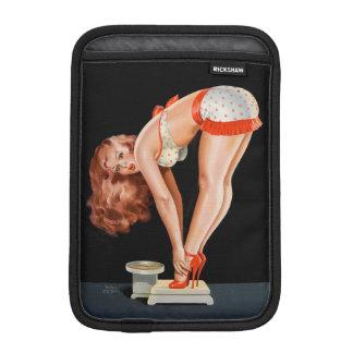 Rétro fille de pin-up drôle sur une échelle de housse pour iPad mini