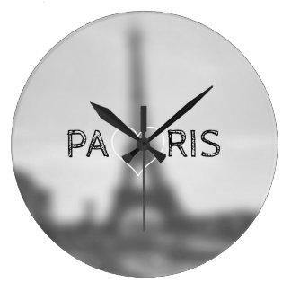 Rétro horloge noire et blanche avec Tour Eiffel