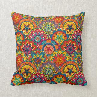 Rétro motif coloré génial de mandala coussin