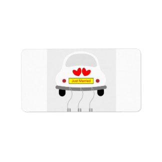 Rétro voiture romantique épousant la douche étiquette d'adresse