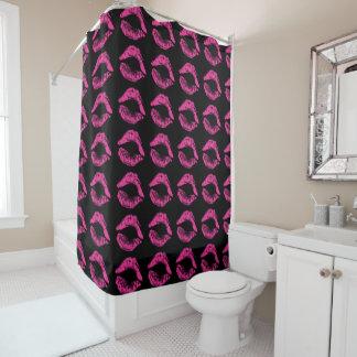 Rideau en douche avec des lèvres de roses indien