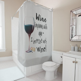 Rideaux De Douche Le vin s'améliore avec l'amusement d'âge indiquant