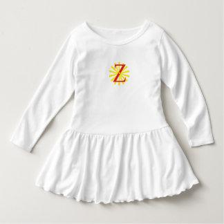 Robe blanche pour la fille avec la lettre z