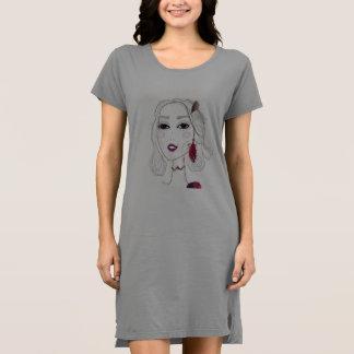 Robe grise de dames avec la fille vintage