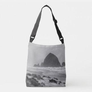 Roche de meule de foin à la plage de canon sac