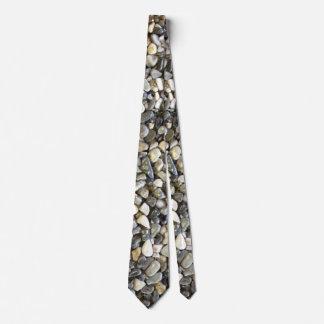 Roche sur la cravate