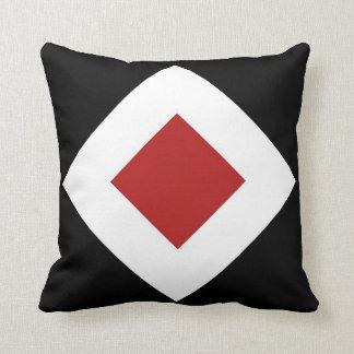 Rode Diamant, Gewaagde Witte Grens op Zwarte Sierkussen