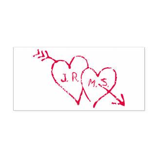Romantische die Initialen in Harten worden geëtst Zelfinktende Stempel