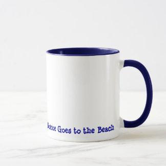 Roscoe va à la plage mug