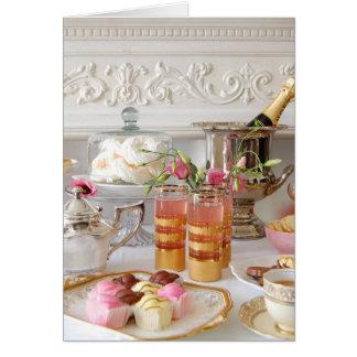 Rose et carte d'anniversaire d'or, thé anglais,