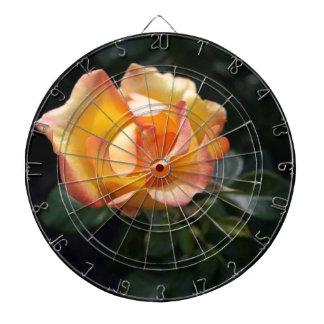 Rose jaune jeu de fléchettes