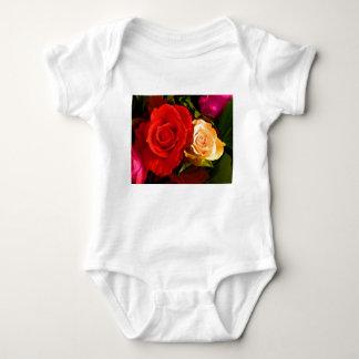 Rose jaune rouge t-shirts